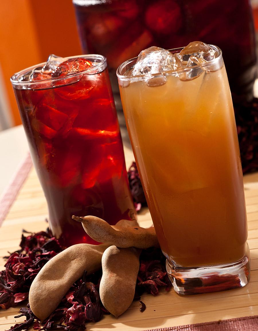 Vasos de jamaica y tamarindo frescos